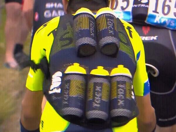 this-incredibly-simple-clever-invention-solves-an-old-annoying-problem-for-tour-de-france-teams